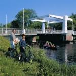 Wiard und Gertrud vor Klappbrücke